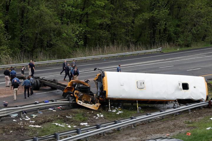 Tai nạn xe buýt trường học nghiêm trọng ở Mỹ