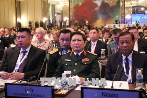 Bộ trưởng Bộ Quốc phòng Ngô Xuân Lịch tiếp xúc song phương bên lề Đối thoại Shangri-La  2018