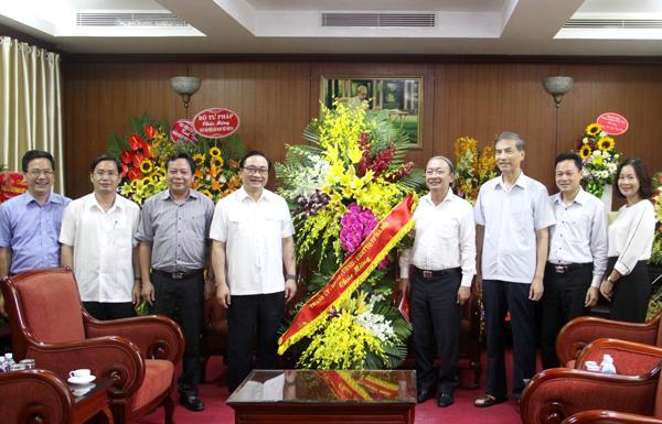 Bí thư Thành ủy Hà Nội Hoàng Trung Hải thăm, chúc mừng các cơ quan báo chí