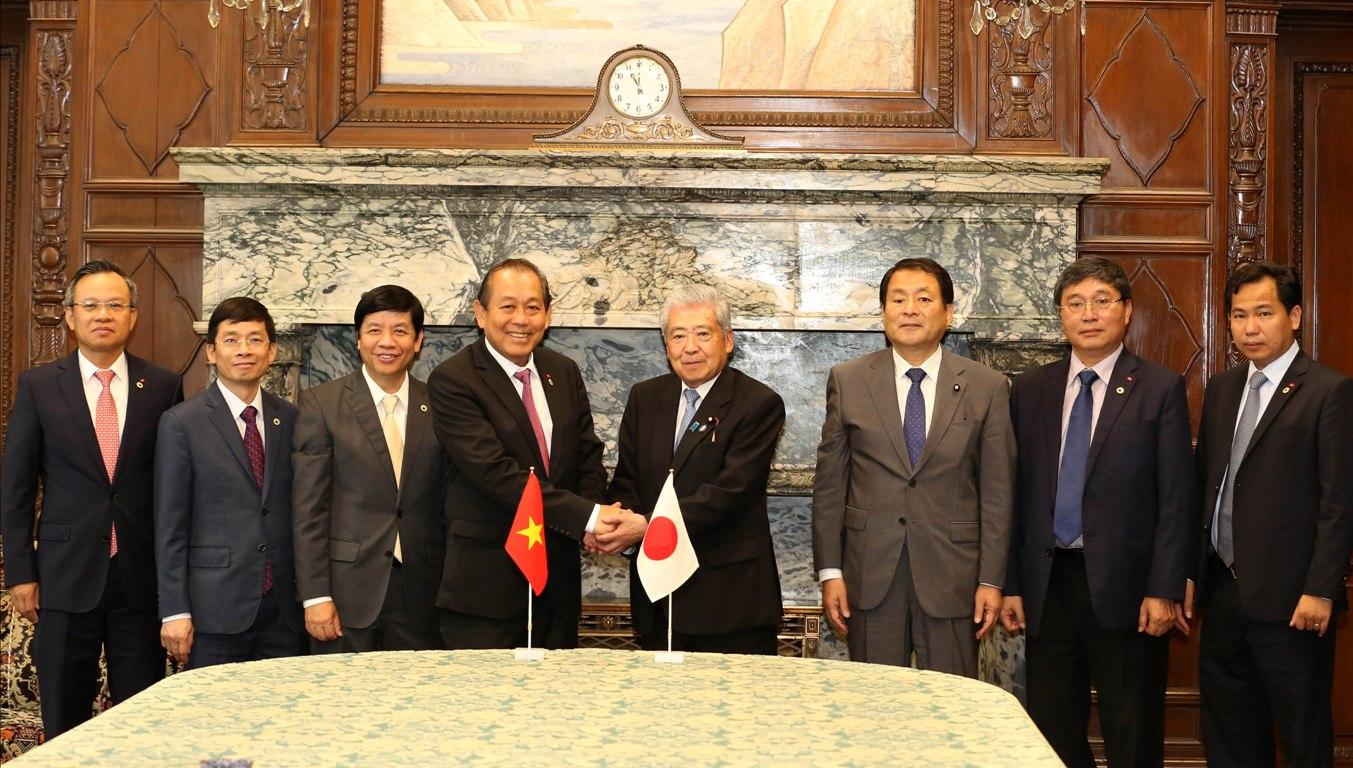 Phó Thủ tướng Trương Hòa Bình tiếp xúc bên lề Hội nghị Tương lai Châu Á lần thứ 24