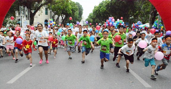 """Ngày hội """"Chuyển động vì lá phổi khỏe mạnh"""" thu hút hàng nghìn người tham gia"""
