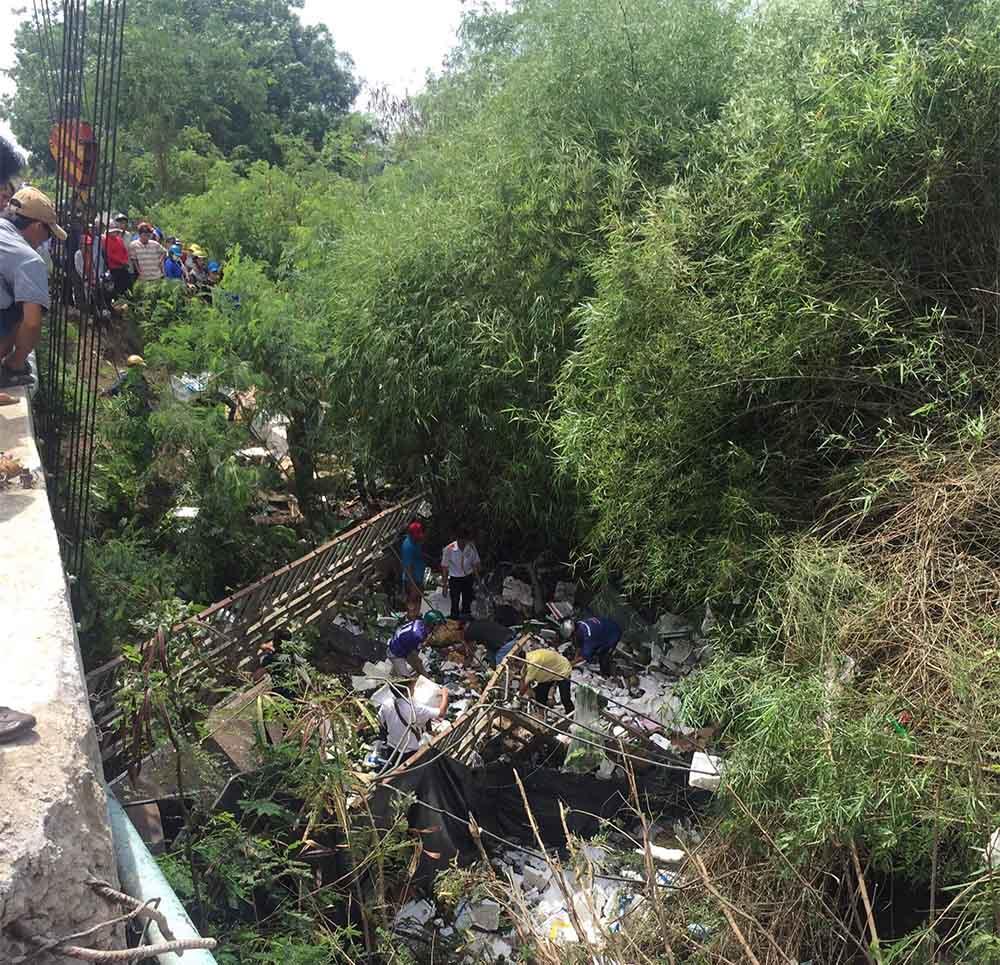 Bình Thuận: Xe tải rơi xuống suối, 2 người thương vong