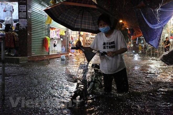 Nội thành Hà Nội tiếp tục mưa rào và dông, có nguy cơ ngập úng
