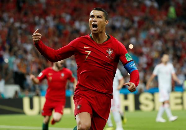 Cứu Bồ Đào Nha thoát thua, Ronaldo đi vào lịch sử