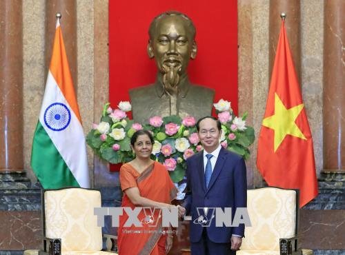 Chủ tịch nước tiếp Bộ trưởng Bộ Quốc phòng Ấn Độ