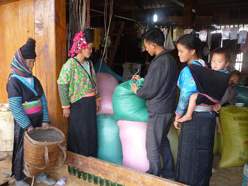 Bãi bỏ chính sách hỗ trợ trực tiếp cho người dân thuộc hộ nghèo ở vùng khó khăn
