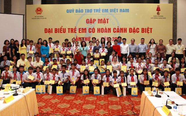 Gặp mặt 70 trẻ em có hoàn cảnh đặc biệt đạt nhiều thành tích cao