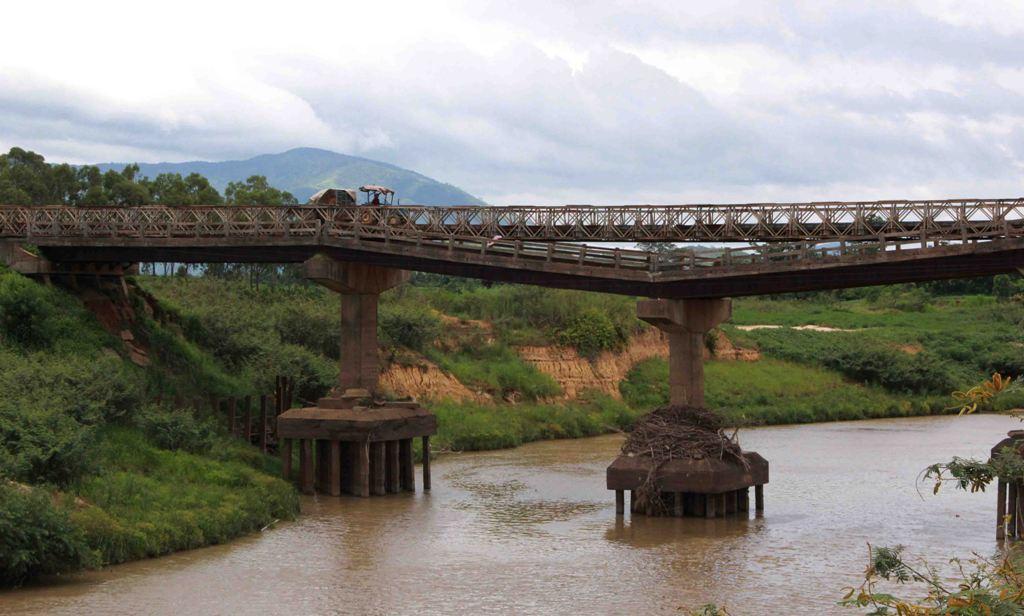"""Đắk Lắk: Cầu Cư Păm xuống cấp dân vùng """"rốn lũ"""" đi lại nhiều khó khăn"""