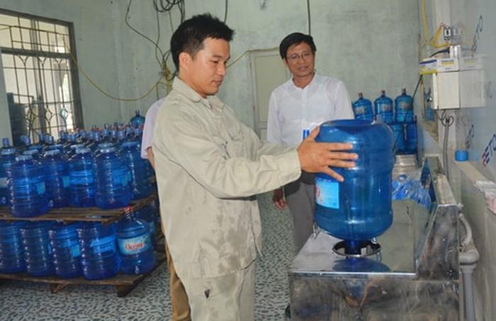 Hà Nội: Xử phạt hàng loạt cơ sở, sản phẩm nước uống đóng chai không đạt chuẩn