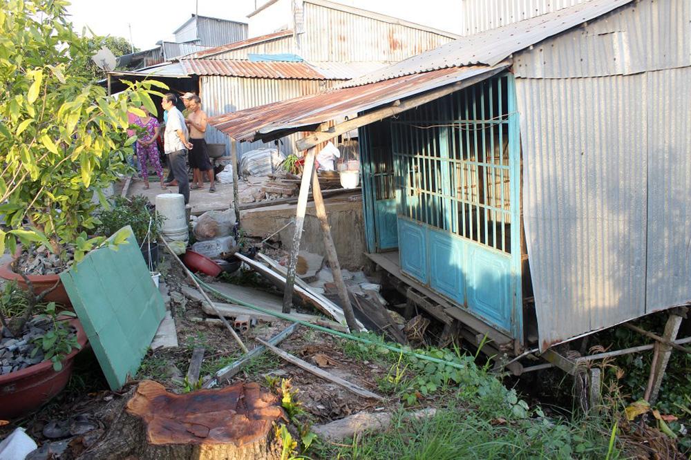 An Giang: Sạt lở đất bờ sông, di dời khẩn cấp 14 nhà dân