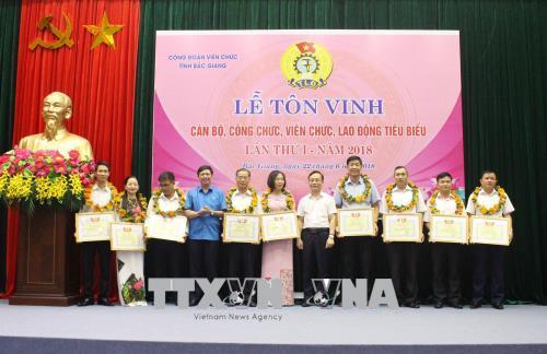 Bắc Giang: Tôn vinh cán bộ, công chức, viên chức, người lao động tiêu biểu