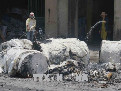 Bắc Ninh: Dập tắt đám cháy tại xưởng sản xuất giấy phôi
