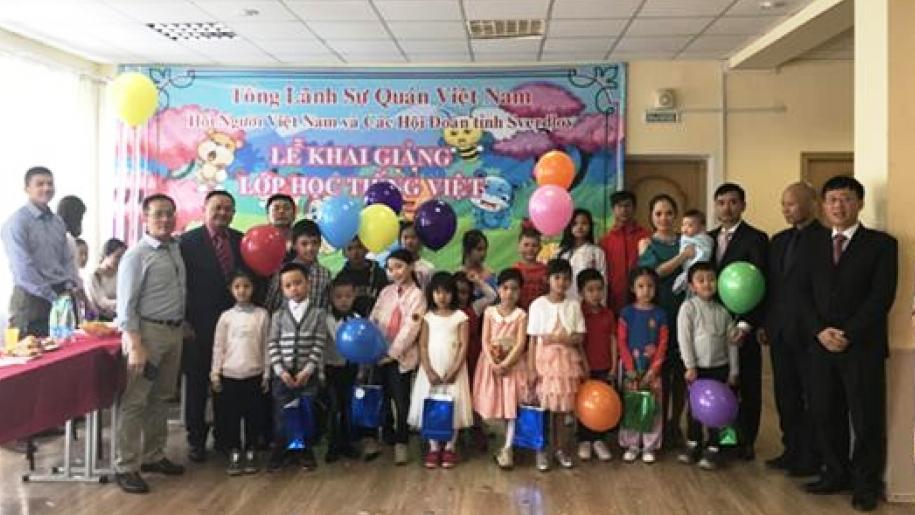 Mở lớp học tiếng Việt cho con em kiều bào tại Ekaterinburg (Nga)