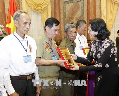 Phó Chủ tịch nước tiếp Đoàn đại biểu người có công tỉnh Vĩnh Long