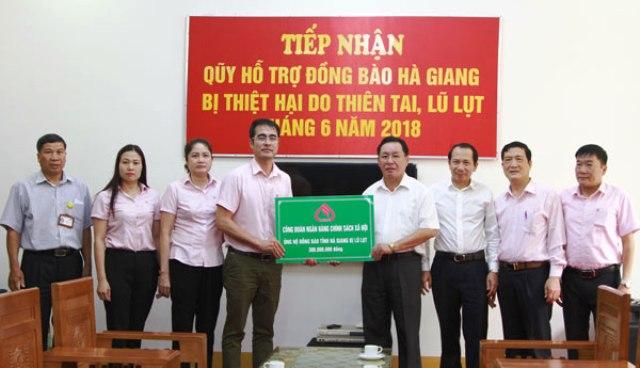 Ngân hàng chính sách xã hội cứu trợ khẩn cấp Lai Châu và Hà Giang sau lũ quét và sạt lở đất