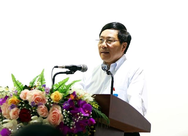 Phó Thủ tướng Phạm Bình Minh tiếp xúc cử tri tại Thái Nguyên