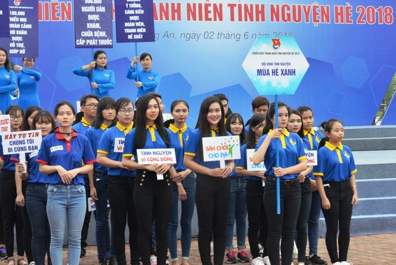 Hơn 2.000 thanh niên tham gia lễ ra quân chiến dịch tình nguyện hè