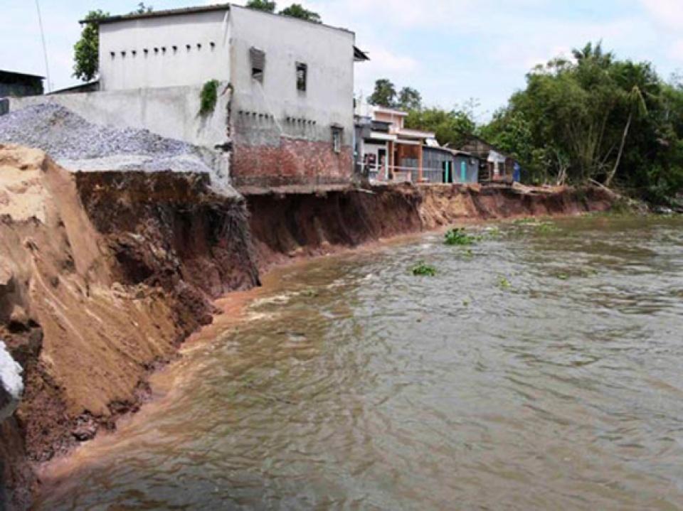 Sạt lở gây nhiều thiệt hại tại Cà Mau