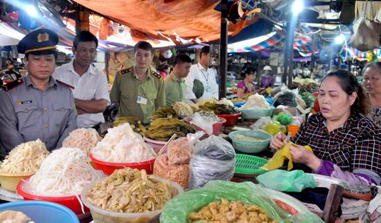 """Hà Nội: 3.410 cơ sở vi phạm trong """"Tháng hành động vì An toàn thực phẩm"""""""