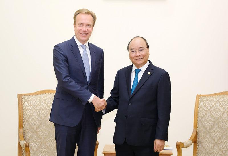 Thủ tướng Nguyễn Xuân Phúc tiếp Chủ tịch điều hành Diễn đàn Kinh tế Thế giới