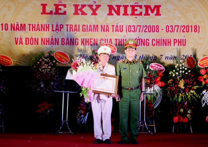 Trại giam Nà Tấu đón nhận Bằng khen của Thủ tướng Chính phủ