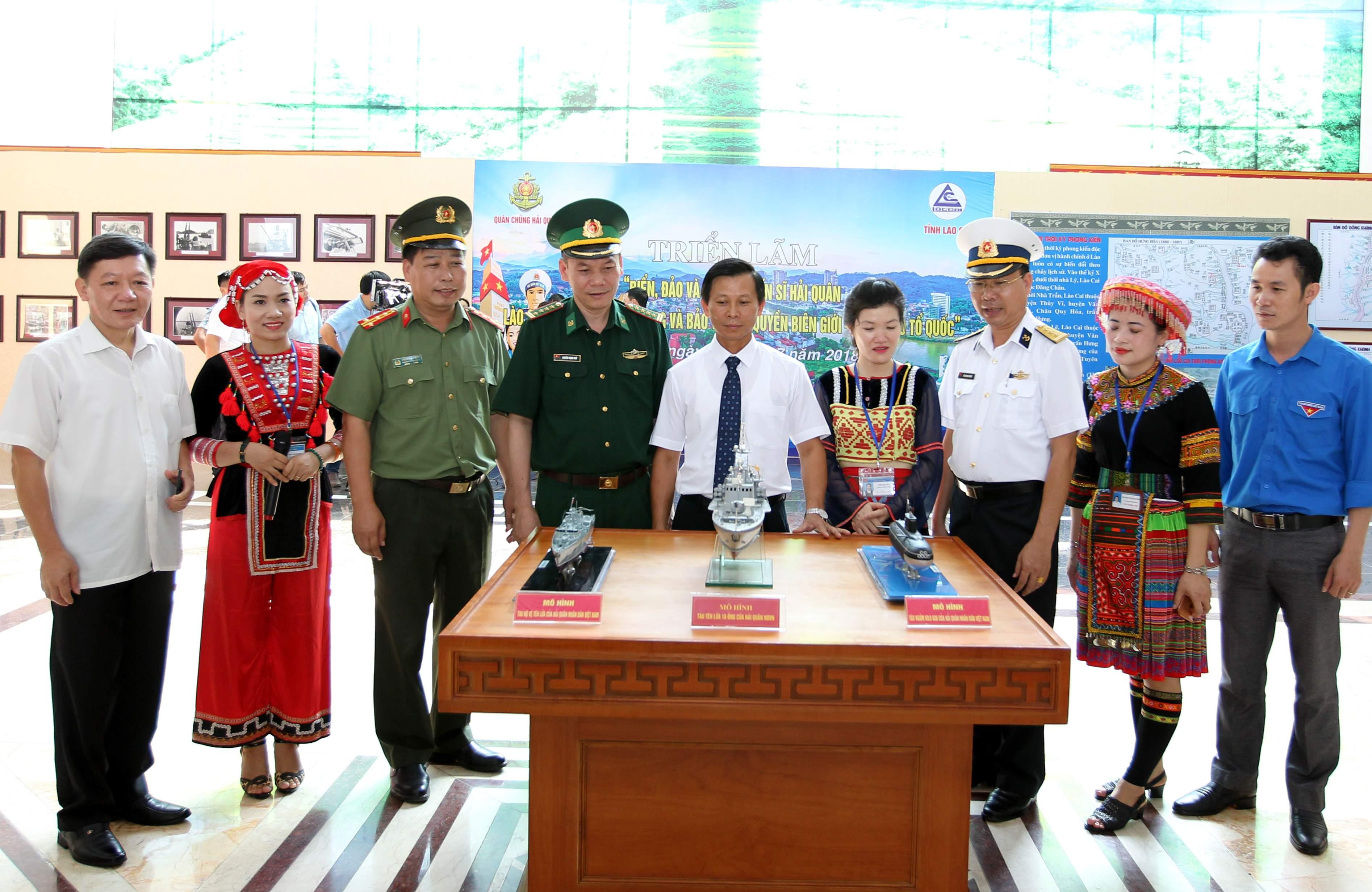 """Lào Cai: Triển lãm """"Biển, đảo và người chiến sĩ Hải quân"""""""