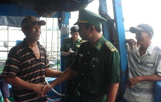 Đà Nẵng: Cứu nạn thành công tàu cá ĐNa 90873 TS cùng 8 thuyền viên trôi dạt trên biển
