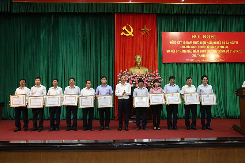 Hà Nội: 10 năm luân chuyển gần 1.100 cán bộ, thành lập mới gần 900 tổ chức đảng