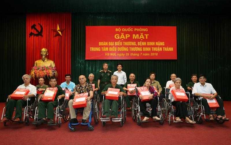Tổng cục Chính trị tiếp đoàn đại biểu  thương, bệnh binh Trung tâm Điều dưỡng thương binh Thuận Thành  