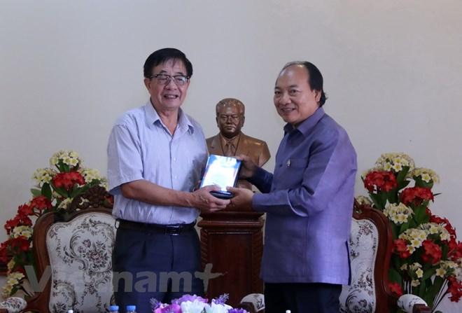 """Bàn giao cho Lào bộ phim tài liệu  """"Chủ tịch Souphanouvong với Việt Nam"""""""