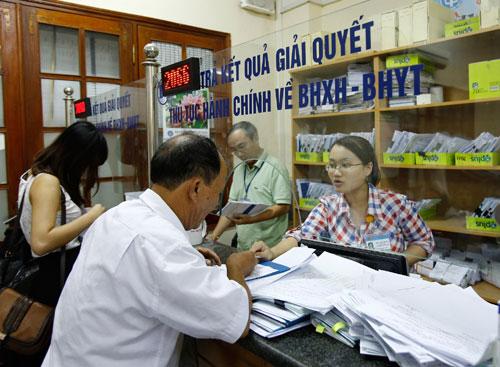 Hà Nội: Bàn giao hơn 1,5 triệu sổ bảo hiểm cho người lao động