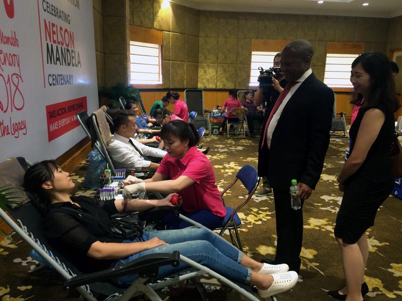 Đại sứ Nam Phi: Hãy dành những hành động nhỏ để cống hiến cho cộng đồng