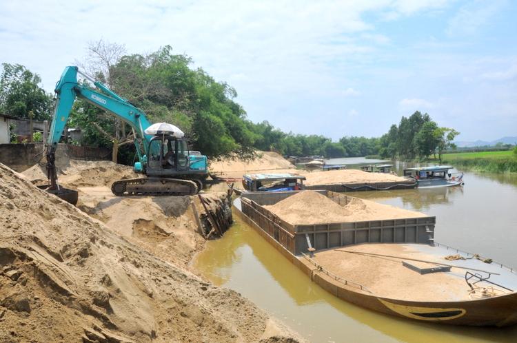 Quảng Nam siết chặt nạn khai thác cát, sỏi trái phép