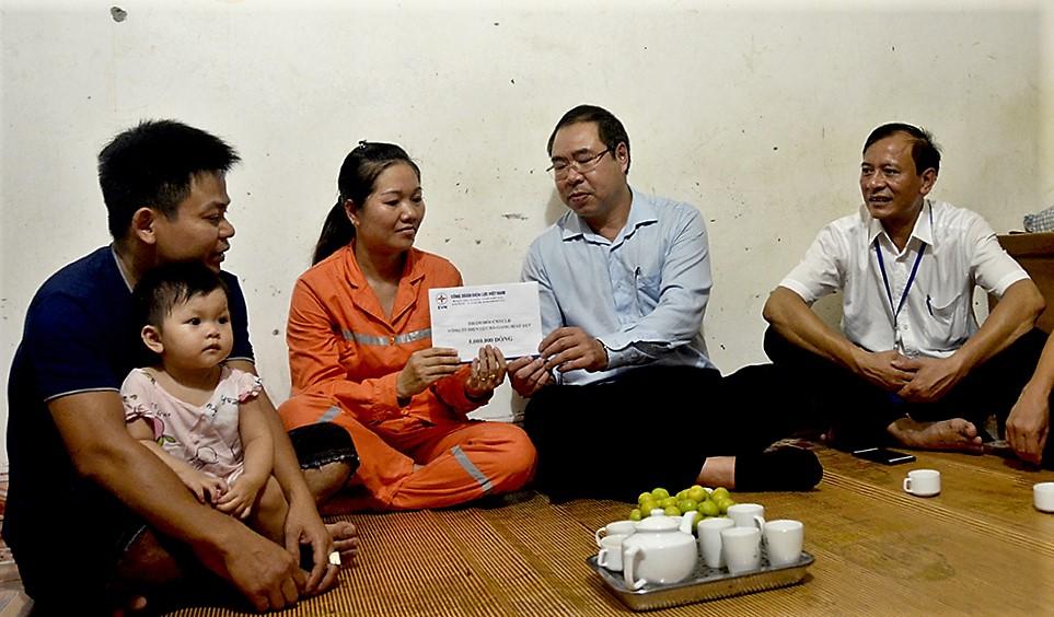 EVN chia sẻ khó khăn với người dân Hà Giang, Lai Châu bị thiệt hại do mưa lũ