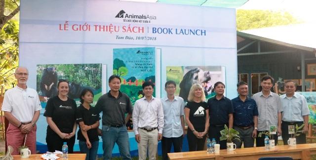 Ra mắt hai cuốn sách về bảo vệ loài gấu Việt Nam