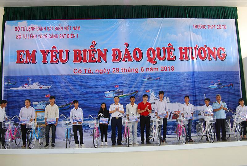 """Mô hình """"Cảnh sát biển đồng hành với ngư dân"""":  Điểm tựa vững chắc cho ngư dân vươn khơi"""