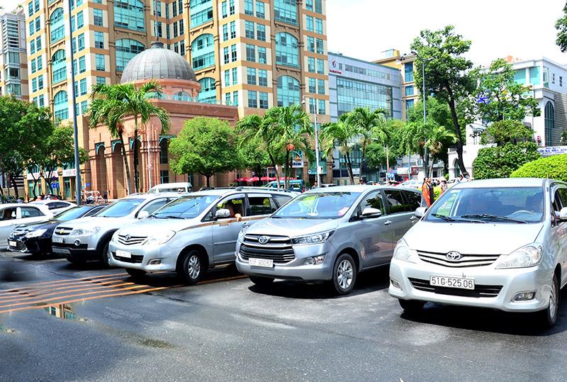 Từ ngày 1/8, TP Hồ Chí Minh bắt đầu thu phí ô tô đậu lòng đường
