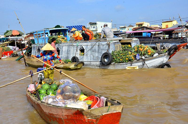 Bồng bềnh sông nước ngắm chợ nổi Cái Răng
