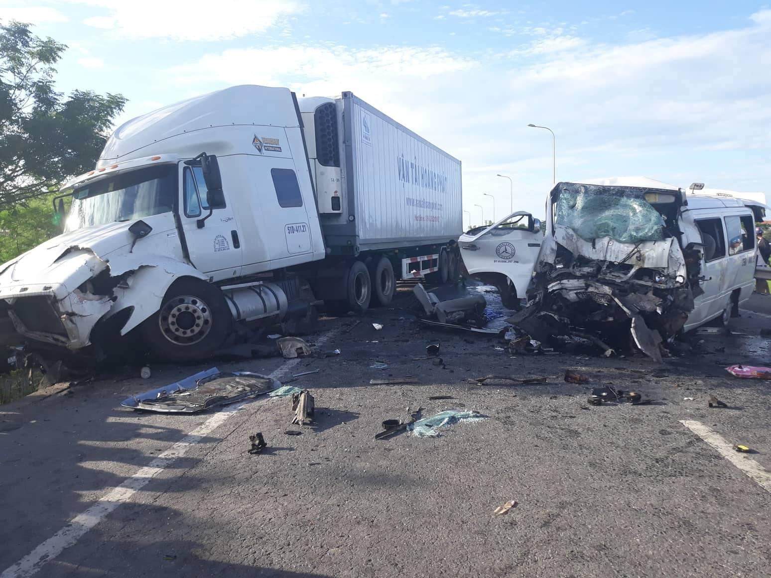 Khẩn trương khắc phục hậu quả vụ tai nạn giao thông làm 13 người tử vong tại Quảng Nam