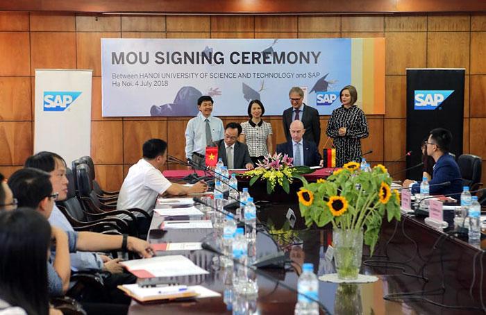 Đẩy mạnh hợp tác đào tạo nhân tài trẻ cho công nghiệp 4.0 tại Việt Nam