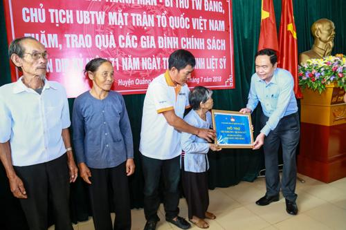 Trao nhà đại đoàn kết, tặng quà các gia đình chính sách tại Thanh Hóa