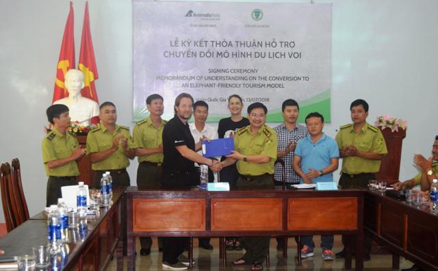 Ký kết thỏa thận hỗ trợ chuyển đổi mô hình du lịch sử dụng voi tại vườn quốc gia Yok Don, Đắk Lắk