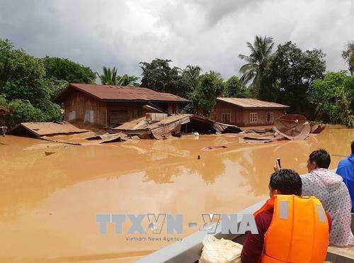 Người Việt tại Lào tiếp tục quyên góp ủng hộ người dân bị ảnh hưởng do vỡ đập thủy điện