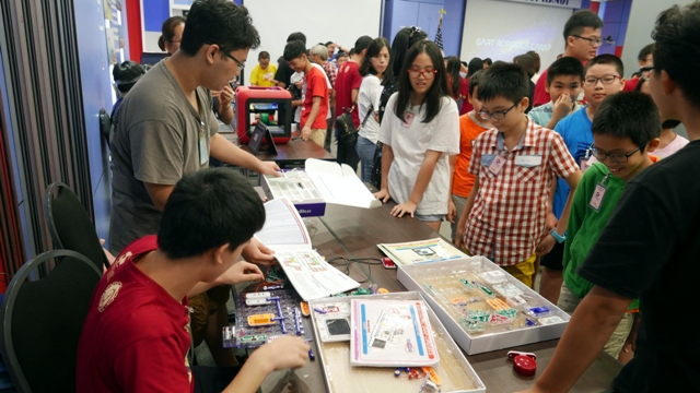Học sinh Việt Nam tham gia Trại hè Robotics 2018