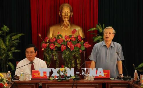 Đồng chí Trần Quốc Vượng làm việc với lãnh đạo chủ chốt tỉnh Bình Định