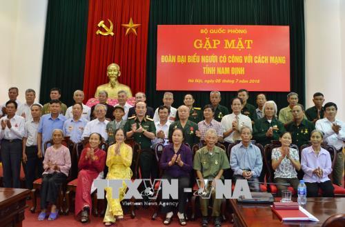 Bộ Quốc phòng gặp mặt Đoàn đại biểu người có công tỉnh Nam Định
