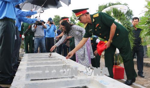 Tổ quốc và nhân dân đời đời ghi nhớ công ơn các liệt sỹ