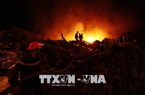 Cơ bản khống chế đám cháy tại chợ Gạo và Nhà máy Nhựa Hưng Yên