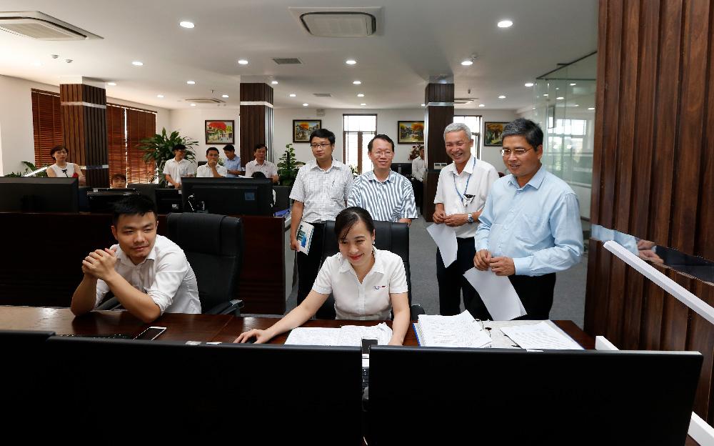 Lãnh đạo EVN thăm và động viên CBNV các trung tâm chăm sóc khách hàng