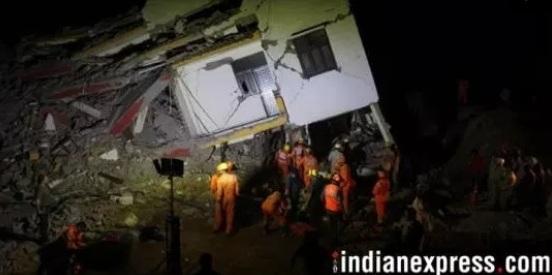 Ấn Độ: Hai tòa nhà bị sập, vùi lấp hàng chục hộ gia đình
